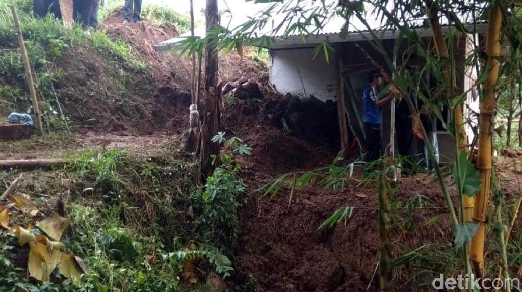 Detik-detik Remaja Tewas Tertimbun Longsor di Sukabumi