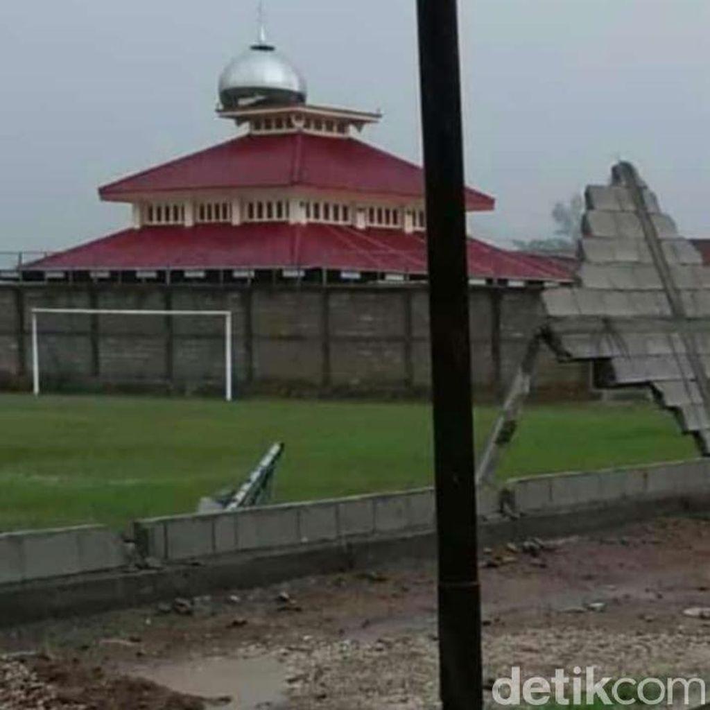Angin Kencang di Ponorogo Geser Kubah Masjid Hingga Picu Macet 4 Km