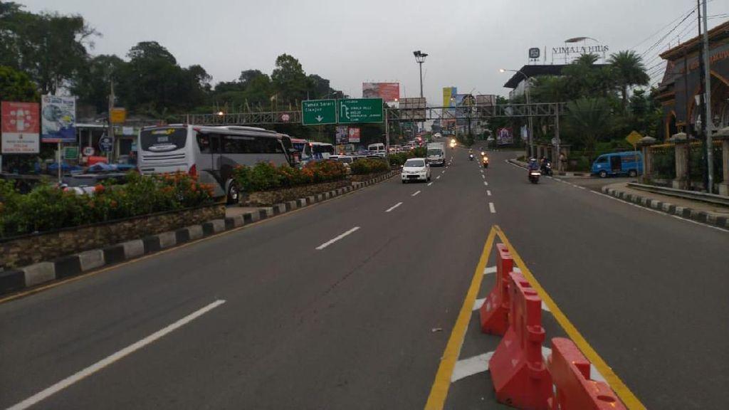 Pagi Ini Polisi Uji Coba Sistem 2-1 di Jalan Raya Puncak