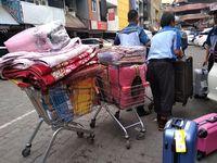 Asap Masih Muncul di Mal Lokasari, Pedagang Angkut Barang ke Luar Gedung