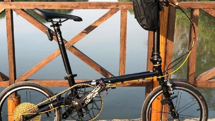 Sepeda Fnhon yang harganya tak kalah dengan Brompton. Foto: dok. pribadi Subarna