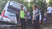 Detik-detik Bus Pariwisata Terjun ke Sungai di Blitar dan Tewaskan 5 Orang