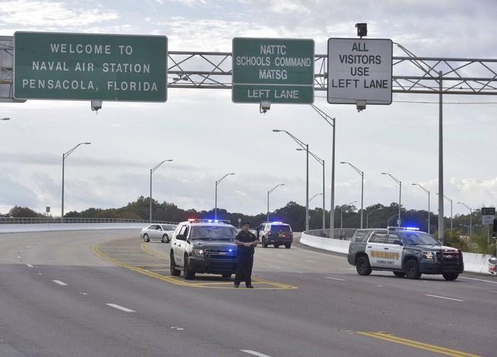 Penembakan di Pangkalan Stasiun Udara AL Florida (Tony Giberson/Pensacola News Journal via AP)