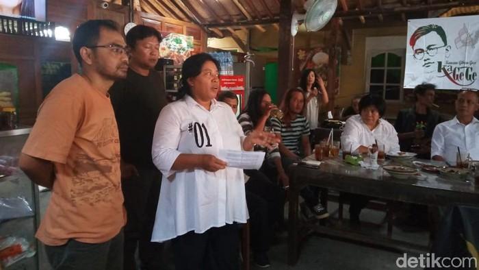 ubir Kagege, Imelda Yuniati, dalam pertemuan bersama relawan Gibran Rakabuming Raka, Sabtu (7/12/2019). (Foto: Bayu Ardi Isnanto/detikcom)