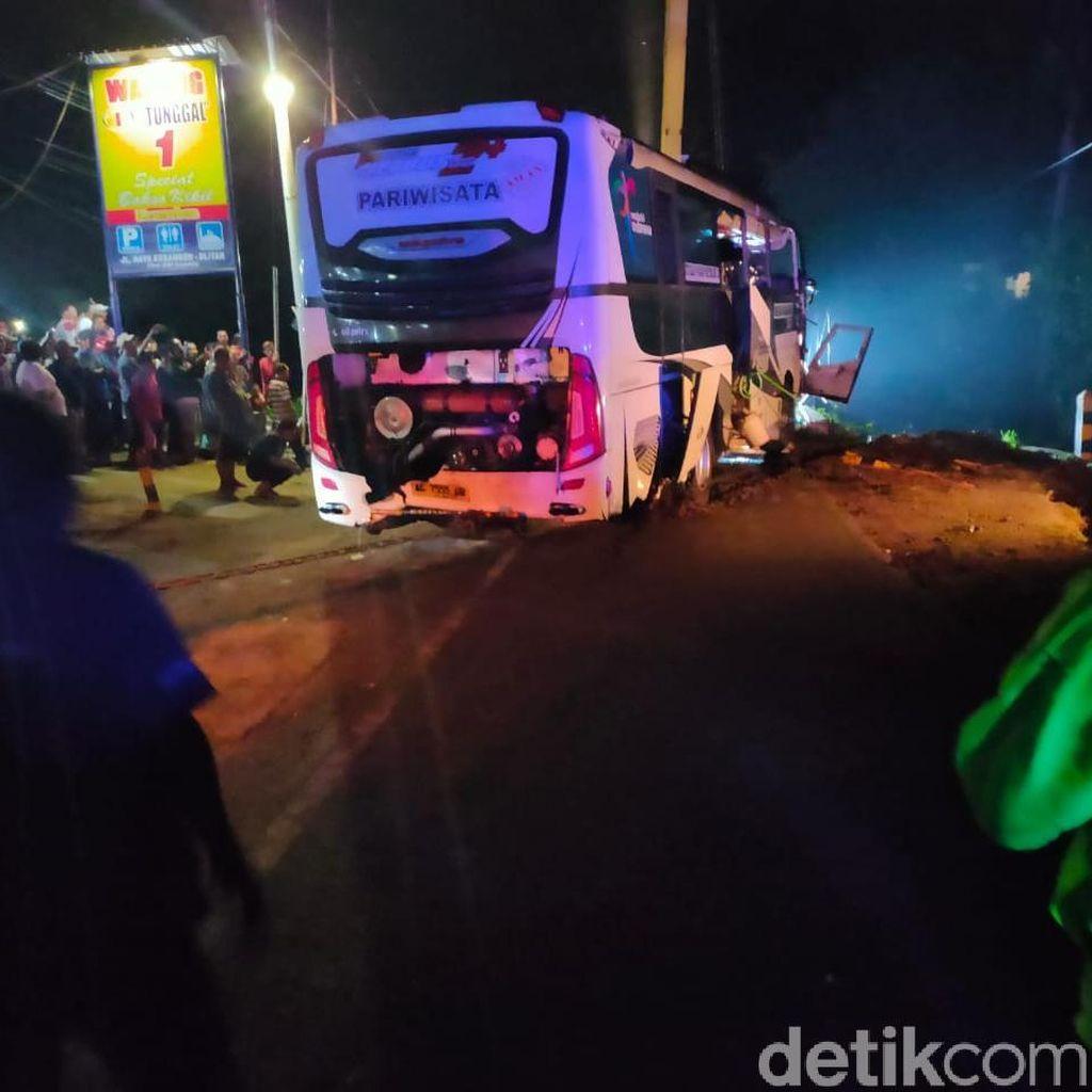 Evakuasi Bus yang Terjun ke Sungai di Blitar Makan Waktu 6 Jam