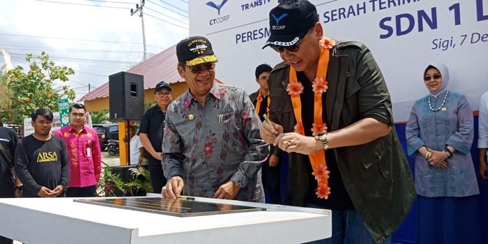 Foto: Chairul Tanjung resmikan sekolah terdampak gempa-tsunami yang sudah diperbaiki di Palu (Qadri-detikcom)