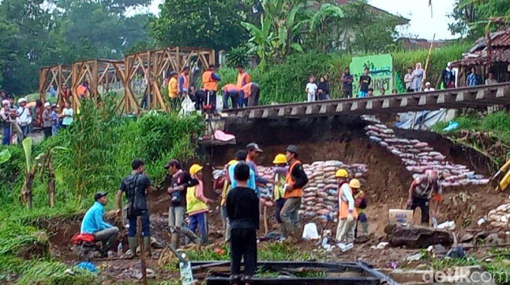 Rel Menggantung di Sukabumi, KA Pangrango Batalkan Perjalanan