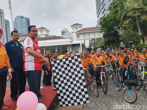 Anies membuka acara fun bike