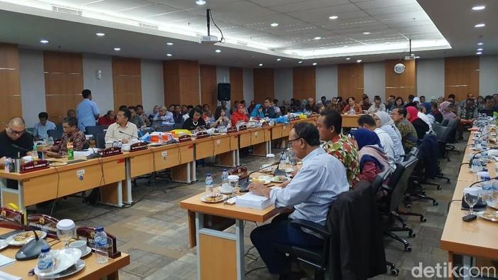 Komisi E DPRD DKI membahas anggaran SMK Pariwisata 74/Foto: Isal Mawardi-detikcom
