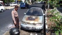 Jemput Anak Sekolah, Mobil Pria Ini Terbakar