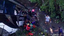Video Bus Pariwisata Terjun ke Sungai Bawa Rombongan Guru
