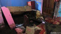 21 Rumah Terendam Lumpur Banjir Bandang di Kertasari Bandung