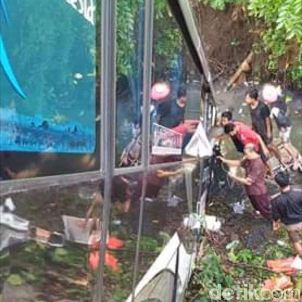 Identitas Korban Tewas Bus Terjun ke Sungai di Blitar
