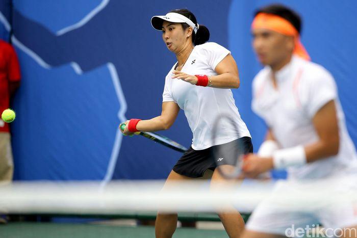 Ganda campuran Indonesia dari cabor tenis, Aldila Sutjiadi/Christopher Rungkat meraih medali emas.