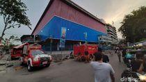 Sudah 3 Hari, Petugas Damkar Masih Berjibaku di Mal Lokasari