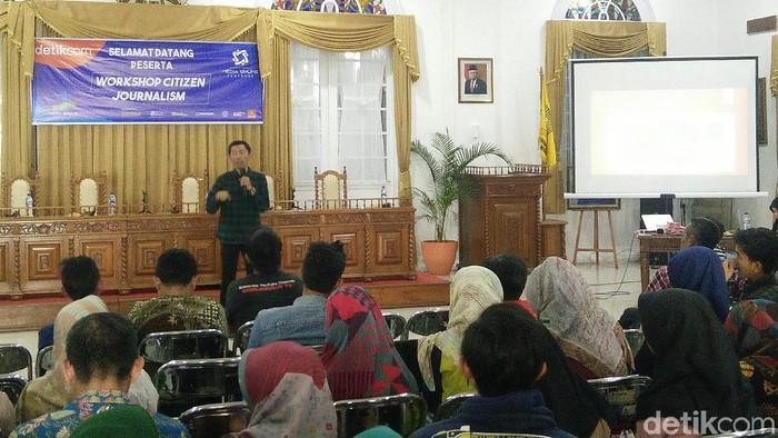 Pegiat medias sosial di Sumedang ikuti workshop citizen journalism. (Foto: Baban Gandapurnama/detikcom)