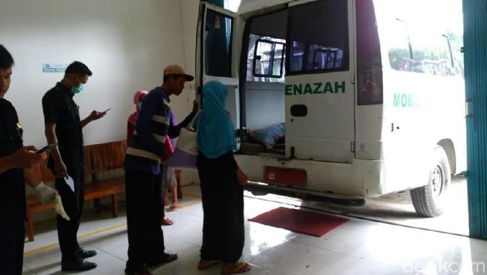 Korban pembakaran di Rembang meninggal dunia. (Foto: Arif Syaefudin/detikcom)