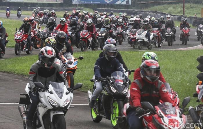 Gading Marten dan Ratusan Bikers Panaskan Aspal Sentul