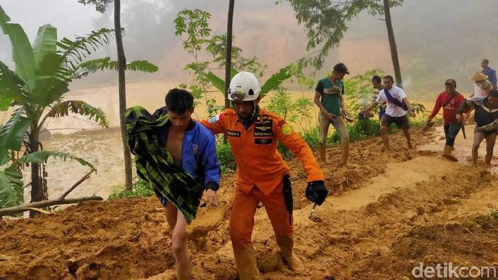 Basarnas selamatkan 9 penambang yang terjebak longsor 48 jam. (dok ist)