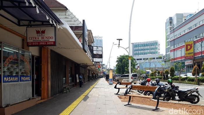Foto: Kursi di trotoar Cikini (Rahel/detikcom)