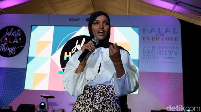 Hijabers AS Halima Aden berkunjung ke Jakarta. Foto: Gresnia Arela/Wolipop