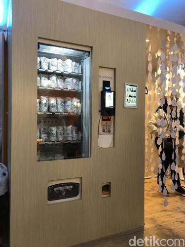Vending machine hijab pertama di Indonesia.