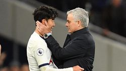 Kenapa Mourinho Mengambil Bola Pertandingan Milik Son?