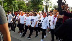 Iriana Jokowi hingga Istri Para Menteri Jalan Sehat Peringati Hari Ibu