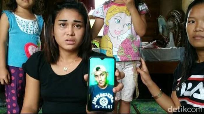 Foto: Siti tunjukkan foto pacarnya (Raja-detikcom)