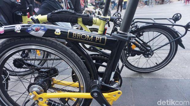 Bromp-Pi, sebutan untuk sepeda lipat Element Pike. Sepeda lokal ini punya tampilan mirip sepeda mahal 'Brompton' namun harganya jauh lebih terjangkau.