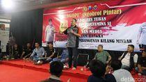 Dukung Pembangunan Kilang Minyak Tuban, Polisi dan Awak Media Cangkrukan