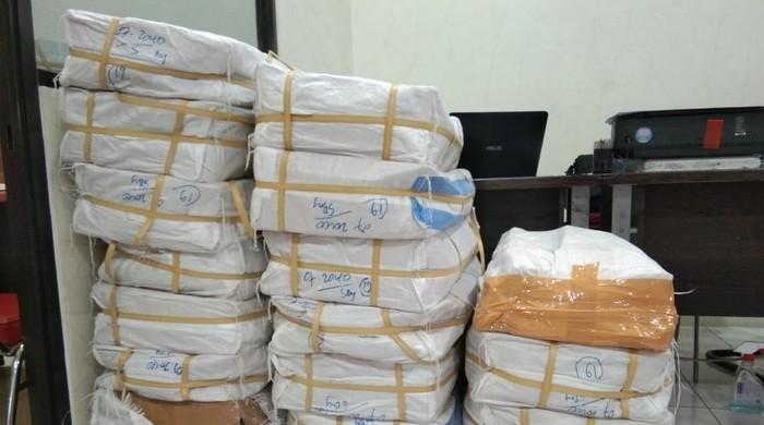 Kardus-kardus  berisi 2 juta pil dobel L yang diamankan (Foto: Istimewa)