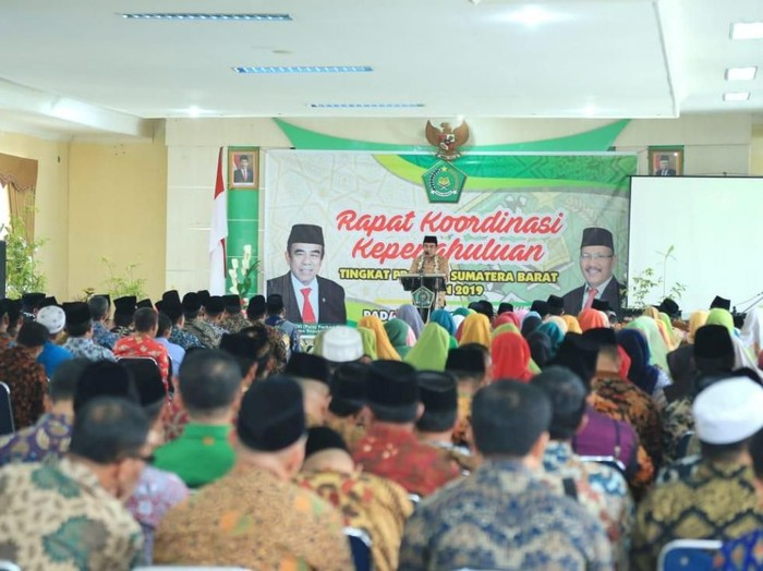 Menag Fachrul Razi dalam acara rakor dengan penghulu di Padang, Sabtu (7/12). (Foto: Humas Kemenag)