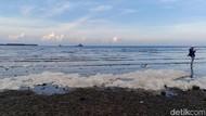 Pantai Bohai Probolinggo Sempat Tercemar Buih, Ini Penjelasan PT PJB