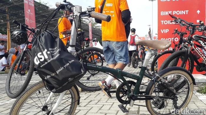 Bedanya apa, naik sepeda harga selangit dengan yang terjangkau? Foto: Rosmha Widiyani/deetikHealth