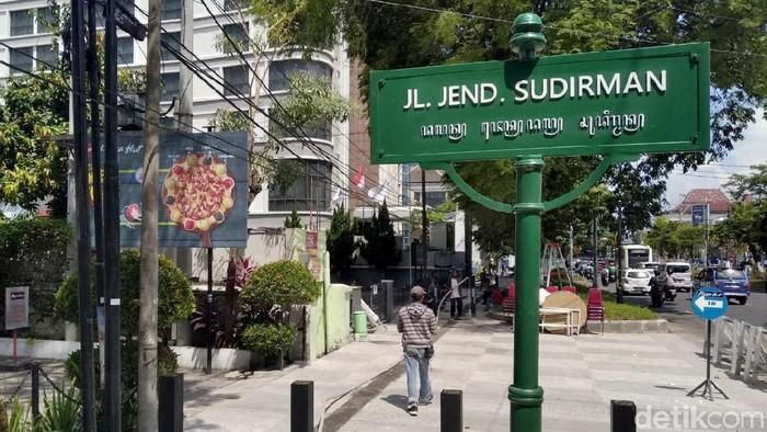 Pemkot Yogyakarta berencana mempercantik kawasan Kota Pelajar. Salah satunya di Jalan Sudirman yang akan terbebas dari kabel-kabel gelantungan.