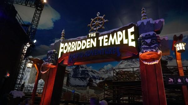 Traveler dijamin akan puas bernarsis ria di taman rekreasi indoor keren ini. Pintu masuk wahana The Forbidden Temple (Foto: Dok. Trans Studio Bali)