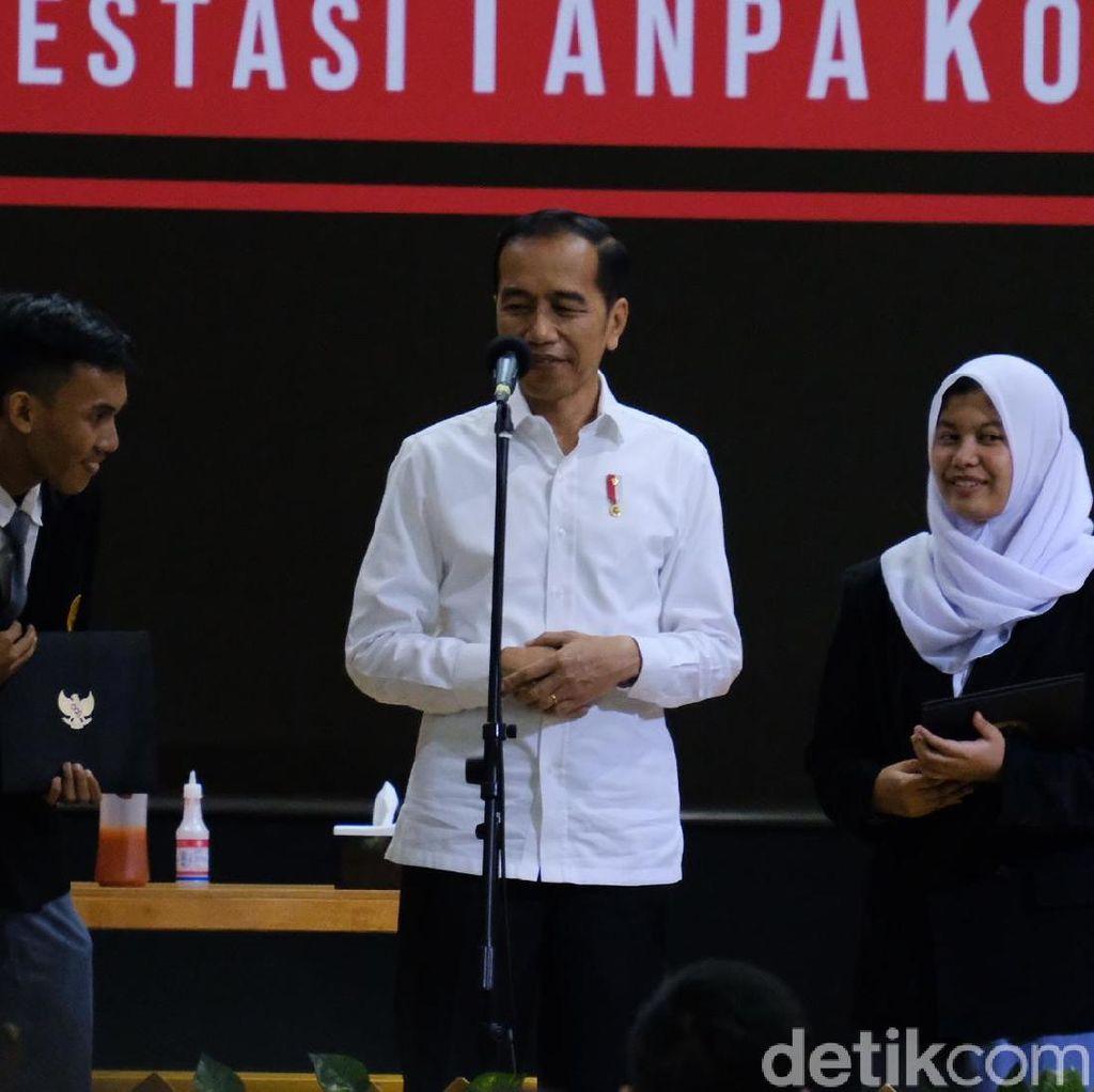 Jokowi Tersenyum, Lihat Nadiem-Erick-Wishnutama Berakting