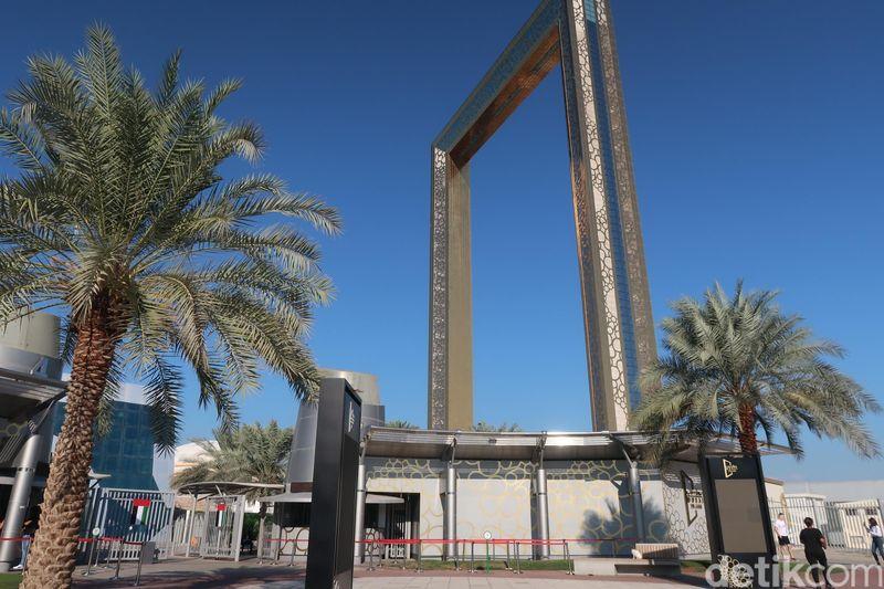 Dubai Frame memiliki bentuk yang tak biasa, yaitu bingkai foto. Sengaja dibangun di Zabeel Park, Dubai Frame menjadi batasan antara Old Dubai dan New Dubai. (Bonauli/detikcom)