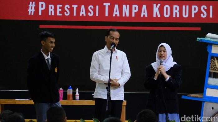 Presiden Jokowi di SMKN 57 Pasar Minggu Jakarta Selatan. (Andhika Prasetya/detikcom)