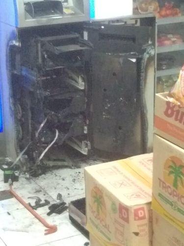 Mesin ATM yang dibobol pakai mesin las