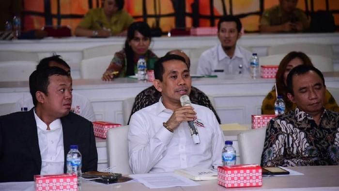Foto: Anggota Komisi II DPR Kamrussamad (tengah). (Istimewa)