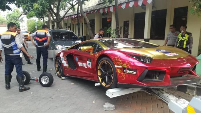 Lamborghini dibawa ke Polrestabes Surabaya (Foto: dok. Istimewa)