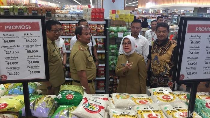 Harga sejumlah bahan pokok di Kota Bandung menjelang libur Natal dan tahun baru relatif stabil. (Mukhlis Dinillah/detikcom)