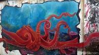 Irvan sengaja memadukan lukisan 3 dimensinya dengan warna asli tembok sehingga menambah kesan hidup dan keren. Proses melukisnya memakan waktu sekitar 5 bulan pada tahun 2018. (Eko Susanto/detikcom)