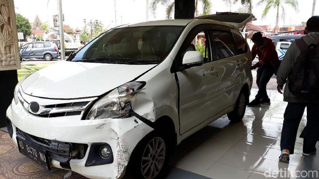 Tegang! Pengejaran Mobil Komplotan Pencuri Traktor Diwarnai Tembakan
