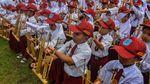 Ribuan Siswa SD di Tasikmalaya Peringati Hari Angklung Sedunia
