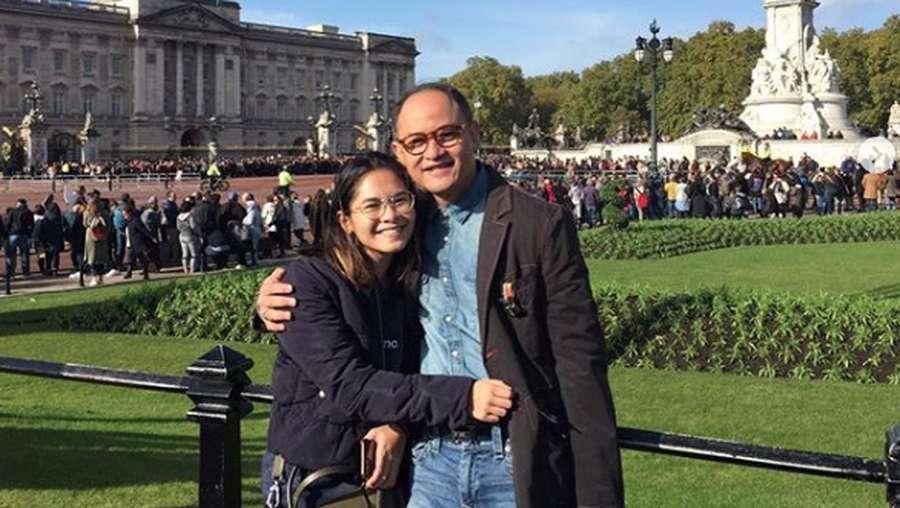 Momen Mesra Iis Dahlia dan Sang Suami