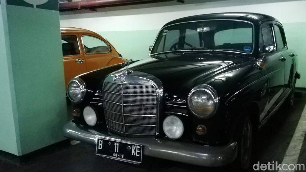Parkiran Aapartemen Tanah Abang Sesak Mobil Klasik