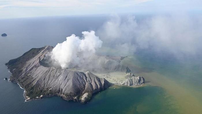 Foto dari udara menunjukkan erupsi gunung api di White Island, Selandia BaruFoto: George Novak/New Zealand Herald via APFoto dari udara menunjukkan erupsi gunung api di White Island, Selandia BaruFoto dari udara menunjukkan erupsi gunung api di White Isl